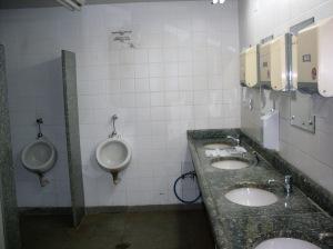 O belo banheiro aerorrodoviário de Ribeirão.