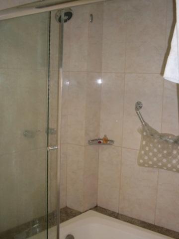 Só é possível tomar banho de banheira.