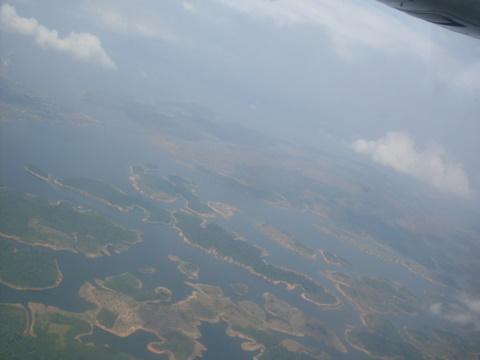 Ilhas dentro de um rio.