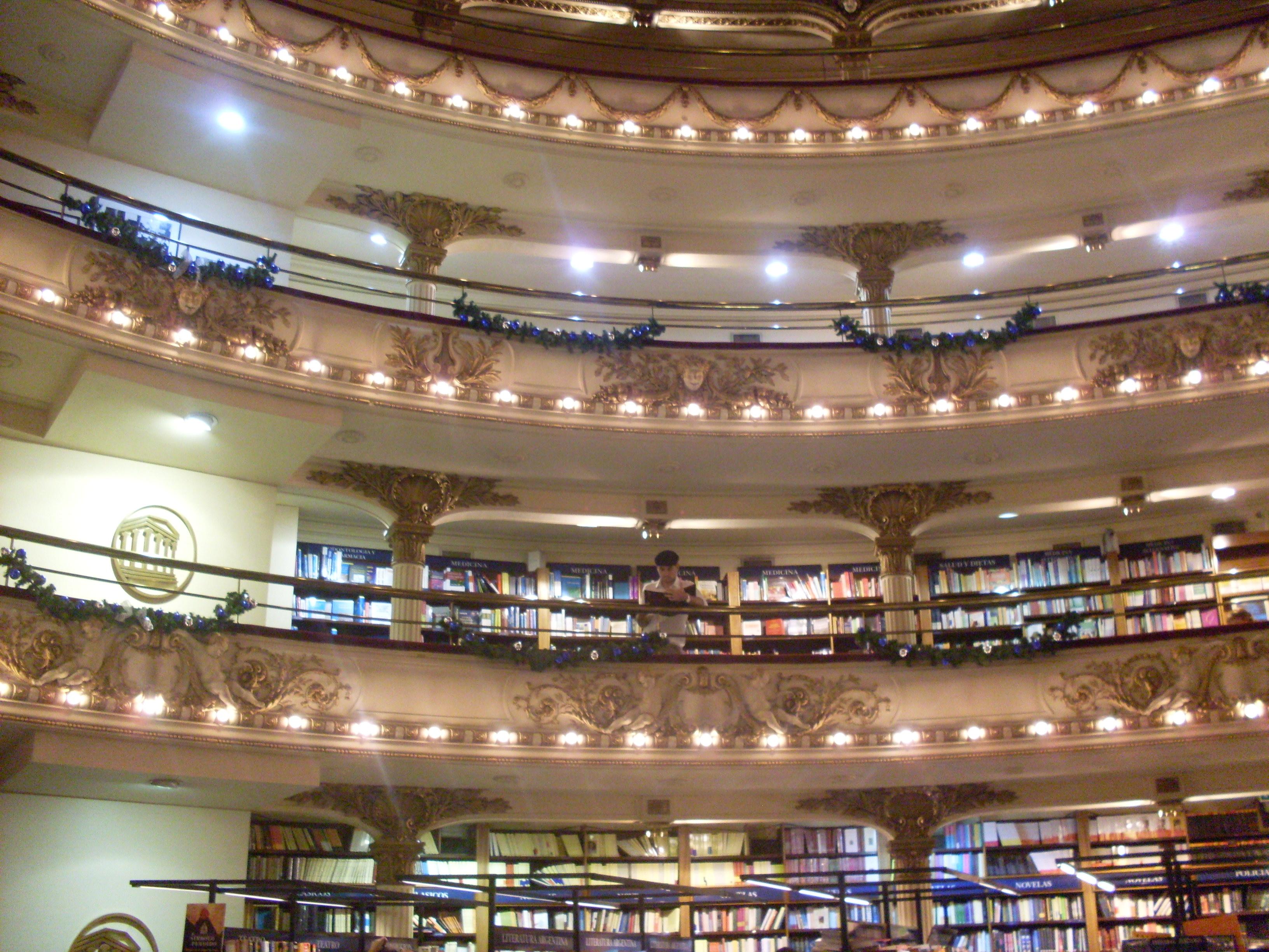 Biblioteca cr nicas dumas viagens for Distancia entre estantes biblioteca